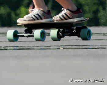 13-jähriger Skateboarder rollt gegen gerade anhaltenden VW Golf - Pforzheim - Pforzheimer Zeitung
