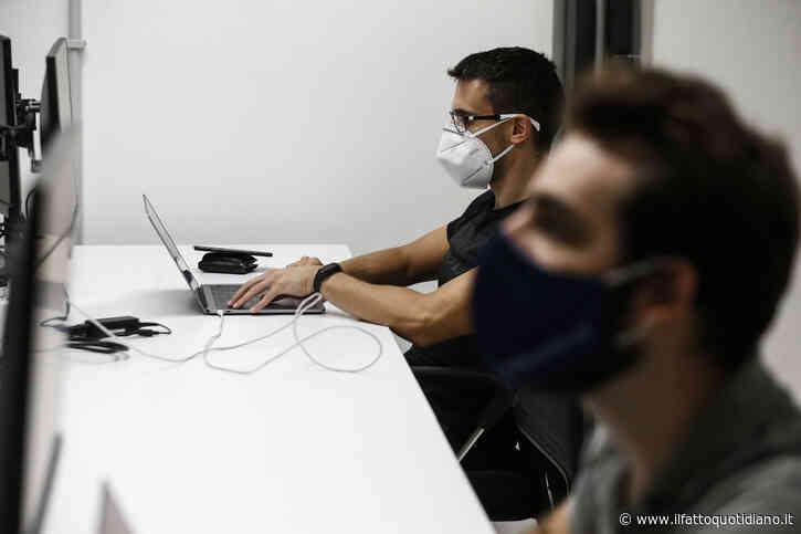 """Coronavirus, rapporto Censis-Eudaimon: """"Otto italiani su dieci d'accordo sull'obbligo di mascherina anche al lavoro"""""""