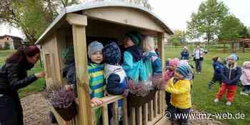 Kindertagesstätte Villa Kunterbunt in Mehringen Aschersleben: Kinder freuen sich über Bauwagen auf Spielplatz - Mitteldeutsche Zeitung