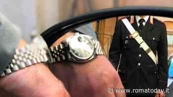 Truffa dello specchietto con la tecnica dell'orologio, il raggiro tentato da due cugini