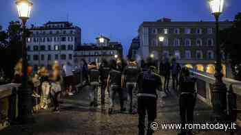 A Roma la stretta anti Covid, Raggi chiede più controlli: nel week end task in campo tra movida e periferie