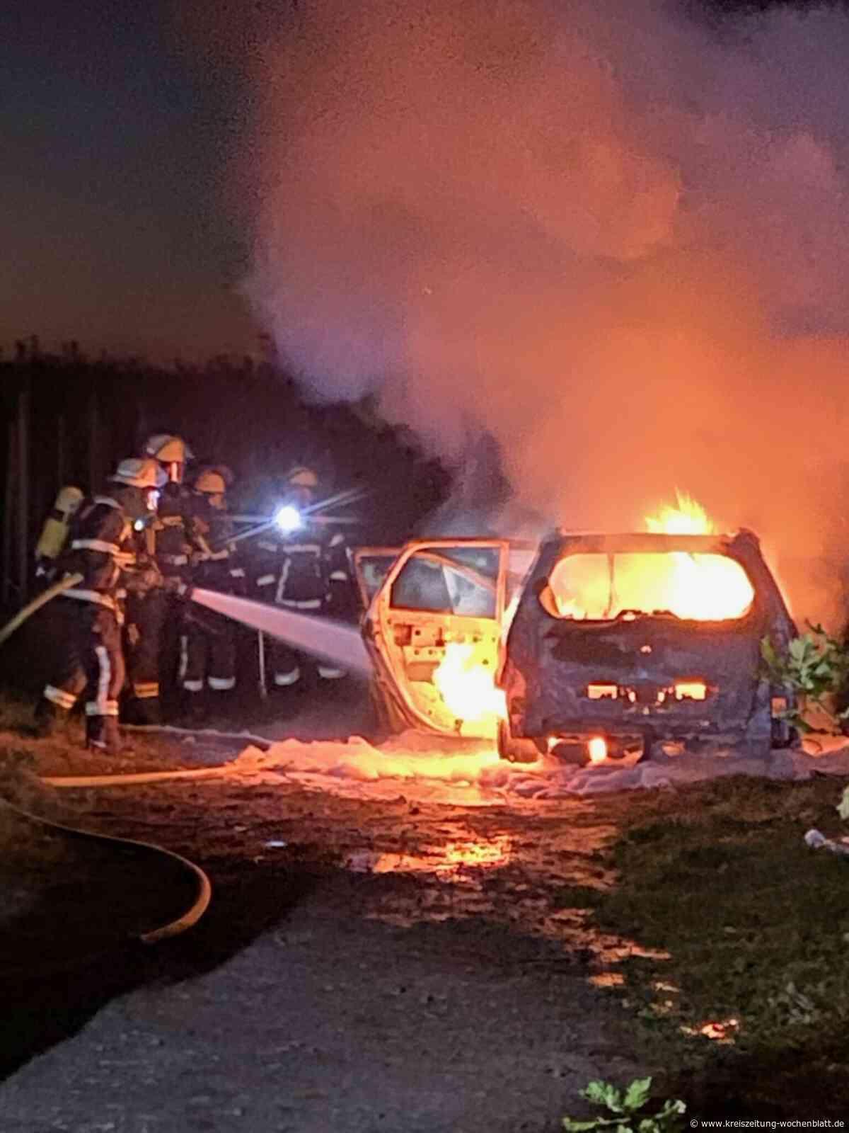 Die Feuerwehr Jork rückte aus: Auto mit Flüssiggasanlage stand in Flammen - Kreiszeitung Wochenblatt
