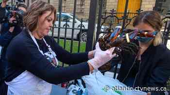 Mi'kmaq sell lobster outside N.S. legislature, call for repeal of sale restrictions