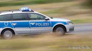 Zwei flüchtende Autofahrer in Stuhr - RTL Online
