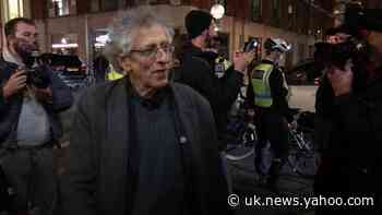 Piers Corbyn protests against 10pm curfew in London