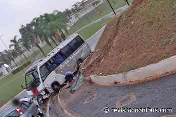 SP: Micro-ônibus tomba em Santa Rita do Passa Quatro com quatro pessoas a bordo - REVISTA DO ÔNIBUS