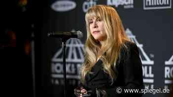"""Sängerin Stevie Nicks: """"Hätte ich diese Abtreibung nicht gemacht, hätte es Fleetwood Mac nicht gegeben"""" - DER SPIEGEL"""