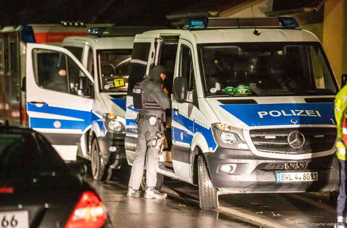 Razzien in Backnang und Esslingen - Lasterweise Waffen und Wehrmachts-Uniformen sichergestellt - Stuttgarter Zeitung
