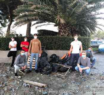FOTO - Arenzano, la Consulta Giovanile ripulisce le spiagge - Cronache Ponentine