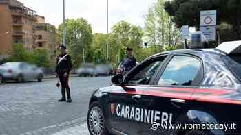 Non si fermano all'alt dei carabinieri: inseguiti e bloccati, avevano droga e soldi