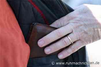 Seniorin (75) Opfer von Wechselgeld-Betrug auf Parkplatz in Ascheberg - Ruhr Nachrichten