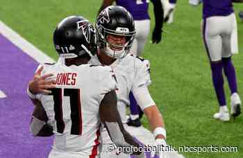 Matt Ryan throws for 371 yards, four TDs to get Falcons in win column