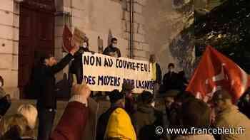 Couvre-feu à Grenoble : 150 personnes manifestent contre la mesure - France Bleu