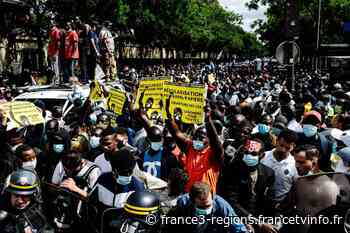 """Dix-neuf jours après leur départ de Grenoble, les """"demandeurs de papiers"""" marchent à Paris pour obtenir des dr - France 3 Régions"""