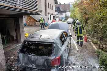 """Zahlreiche Einsatzkräfte rückten aus: VW """"Golf"""" steht in Flammen - Siegener Zeitung"""