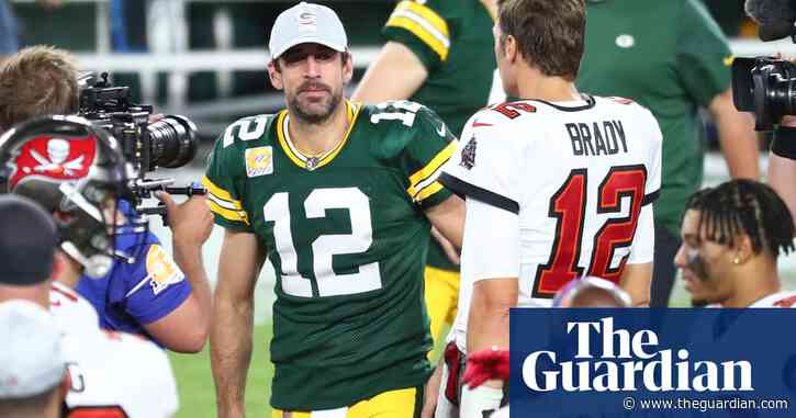 Brady gets better of Rodgers and Packers while Patriots slip under .500