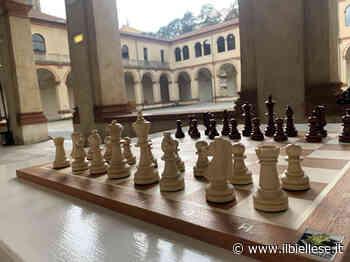 Consegnate otto scacchiere agli hotel della città di Biella - ilbiellese.it