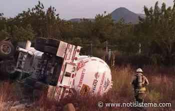 Vuelca tráiler con diesel a la altura de San Miguel Cuyutlán - Notisistema