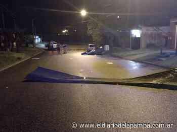 El fuerte viento tiró árboles, carteles y tapiales en Acha - El Diario de la Pampa