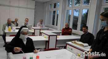 Erste Experimente im neuen Chemiesaal der Realschule Auerbach - Onetz.de