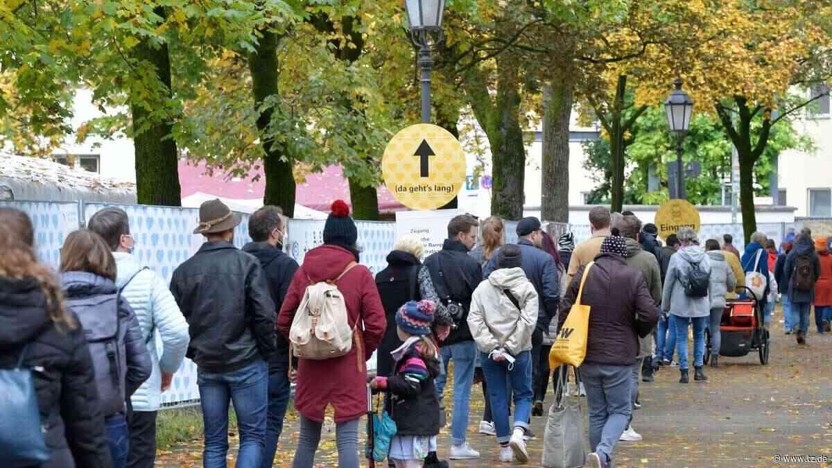 München: Auer Dult auf dem Mariahilfplatz - Lange Schlangen schon am Eingang - tz.de