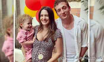 Shameless's Jeremy Allen White and Addison Timlin expecting baby