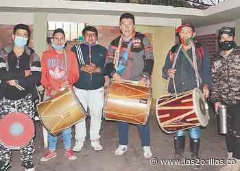 Con flautas y tambores, Puracé (Cauca) resistió a la guerra en el 2001 - Las2orillas