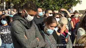 A la une du Journal à Martigues un rassemblement hier après l'horrible assassinat d'un enseignant - Maritima.info