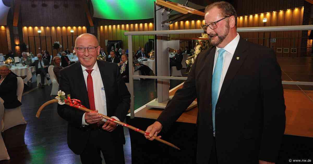 Dienstältester Bürgermeister übergibt den Stab in Espelkamp - Neue Westfälische