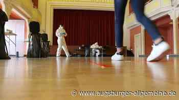 Mobile Teststation: 346 Schüler und Lehrer im Stadtsaal in Krumbach getestet - Augsburger Allgemeine