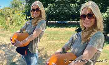 Jessica Simpson reminisces about pregnancy while at a pumpkin patch