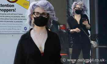 Kelly Osbourne continues to showcase her 85lb weight loss on grocery run