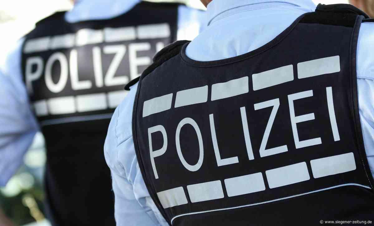 Zeugin zieht Autoschlüssel ab: Fahrer ramponiert Schilder und Mauer - Siegener Zeitung