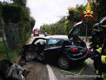Incidente a Bardolino: 66enne finisce contro un muretto e rimane incastrato nell'auto - Prima Verona