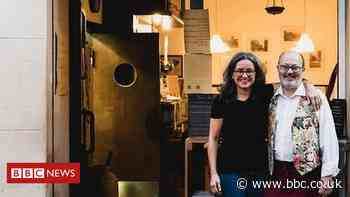 Coronavirus: Italians find new ways to eat out - BBC News