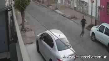 Un ladrón la apuñaló para robarle en Lomas del Mirador, lo corrió y descubrió que era su vecino - El Trece
