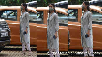 Alia Bhatt visits beau Ranbir Kapoor's mom Neetu Kapoor looking pretty in a salwar suit
