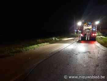 Opnieuw is brandweer urenlang bezig met dik modderspoor - Het Nieuwsblad