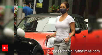 Malaika snapped in Bandra with her pet