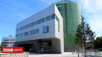 Covid in Scotland: Dozens of Robert Gordon University student Covid cases - BBC News
