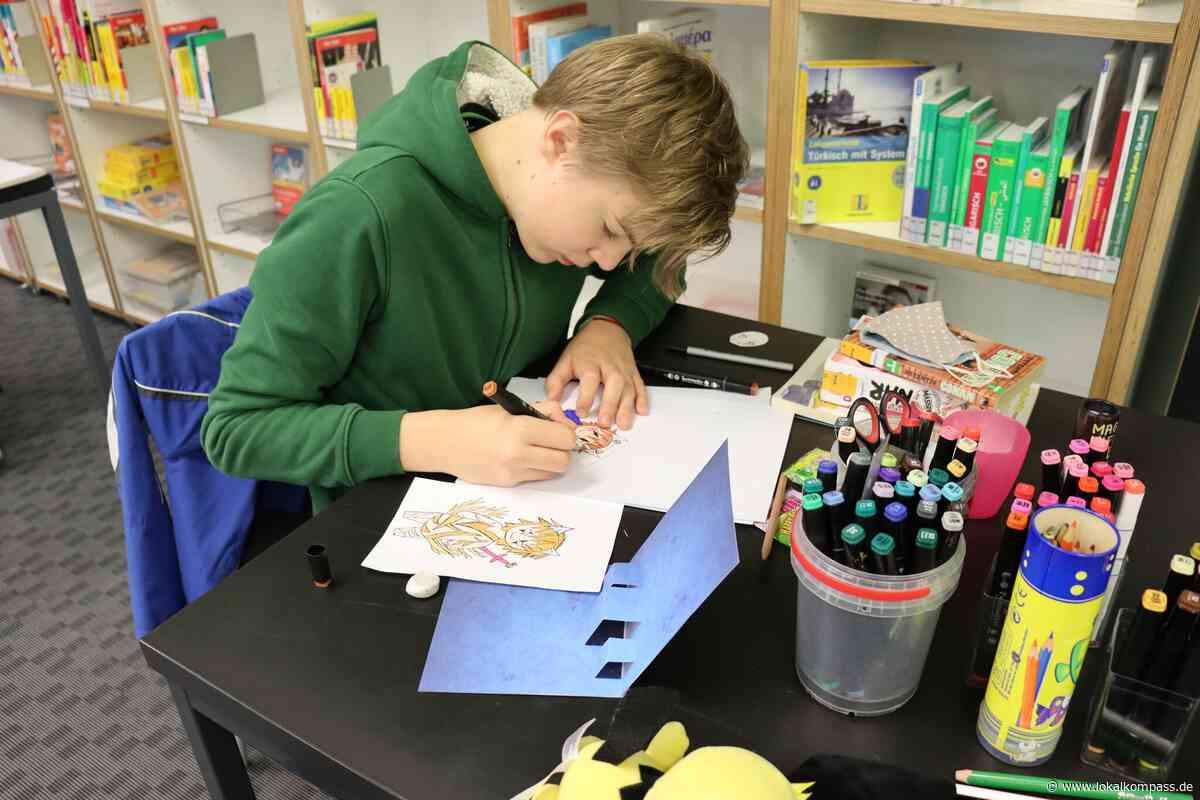Kreativer Workshop in der Stadtbibliothek Hattingen: Jugendliche kreieren eigene Manga-Charaktere - Hattingen - Lokalkompass.de