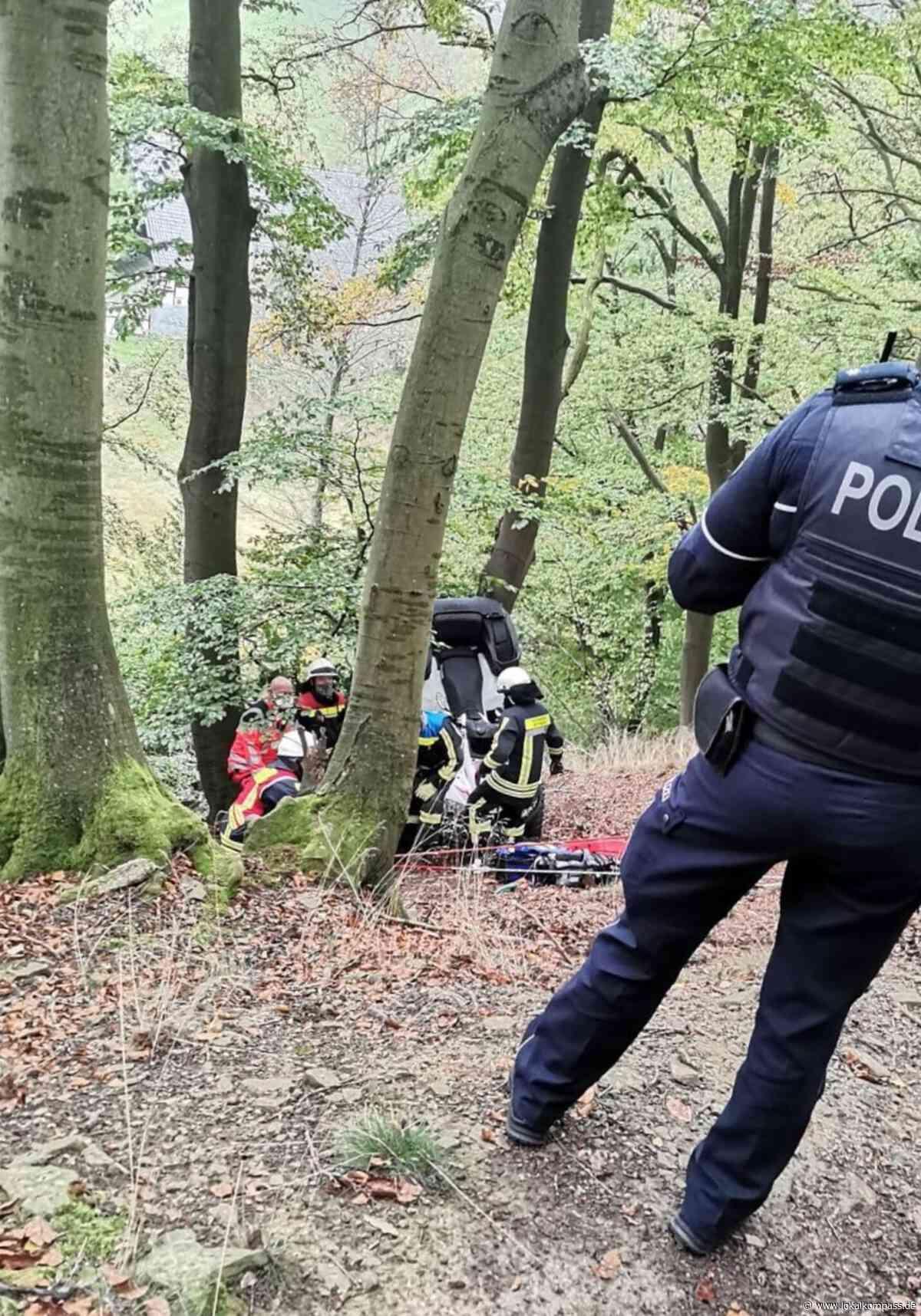 Schwerer Unfall auf dem Deilbachweg in Hattingen: Quad stürzt Böschung herunter - Hattingen - Lokalkompass.de