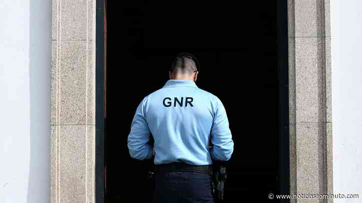 Homem detido após barricar-se durante mais de uma hora em Boliqueime - Notícias ao Minuto