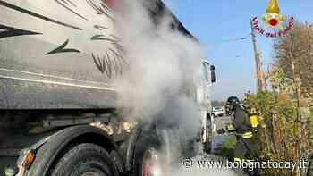 Tir a fuoco a Molinella: il conducente riesce a chiamare i soccorsi - BolognaToday
