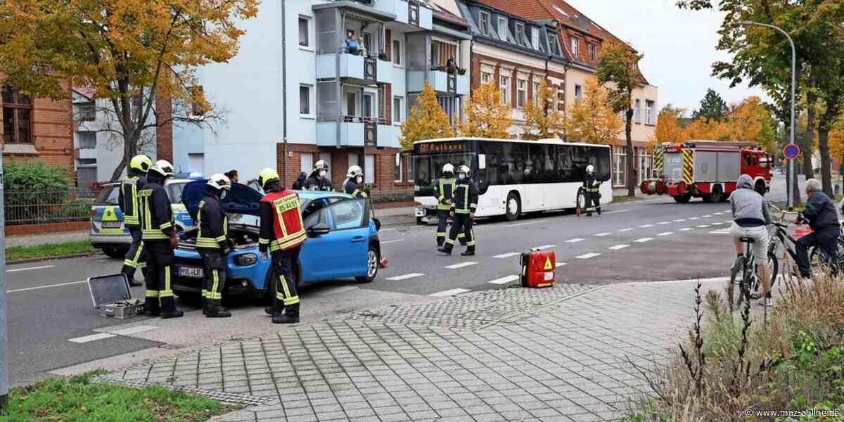 Rathenow: Bus rammt Kleinwagen - Märkische Allgemeine Zeitung