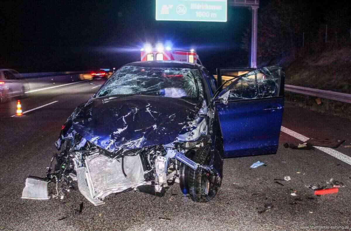 Unfall zwischen Ehningen und Hildrizhausen - Auto überschlägt sich mehrfach auf der A81 - Fahrer schwer verletzt - Stuttgarter Zeitung