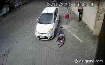 Suspeito de roubar celular de mulher é atropelado e espancado em Blumenau - G1
