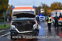 Zwei Verletzte bei Crash mit Rettungswagen in Wiesbaden