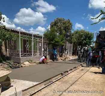 En Sitionuevo inician pavimentación de vías urbanas - El Informador - Santa Marta