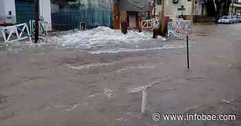 Se rompió un caño maestro y se inundaron las calles de Carapachay - Infobae.com